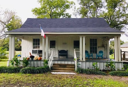 New Frontier Country Cottage in Corsicana