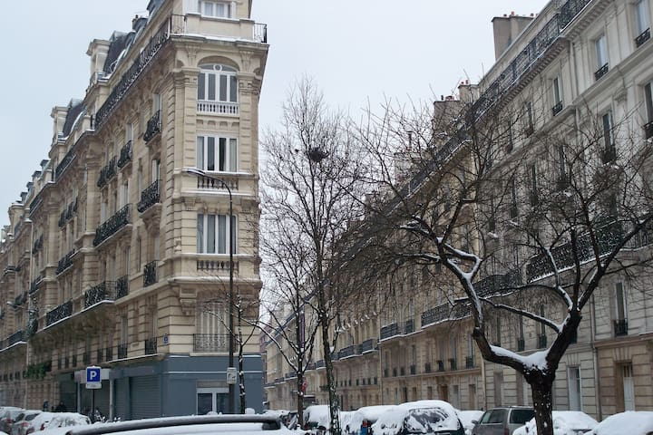 Parisian apartment near department stores