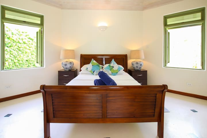 The bright and airy bedroom has a queen bed, air-conditioning, ceiling fan and en suite bathroom