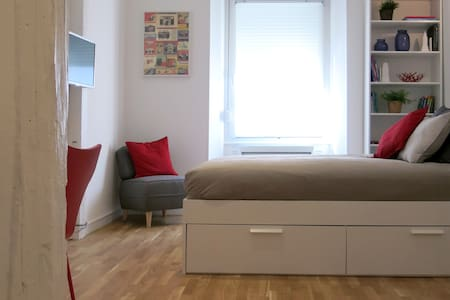 Bel étage: cozy studio 200m from historical center - Mulhouse - Daire