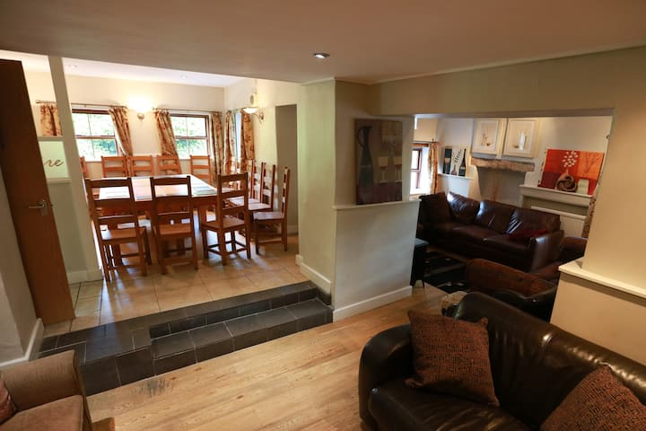 Spacious entire house in the Peaks - dog friendly
