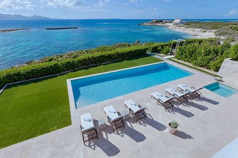 Beaches Edge Villa: Privacy + Panoramic Ocean View