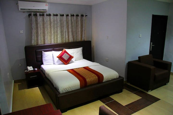 Whitehouse Hotels GRA - Executive Suite