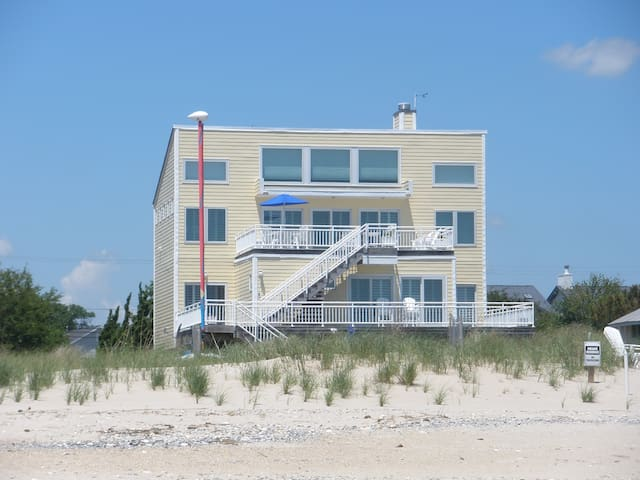 4BR Bayfront Home on PRIVATE Beach beginning June. - Hampton - House