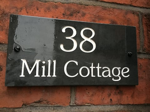 Cosy, dog friendly, cottage in the heart of Leek.