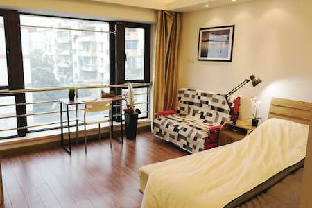 City Center Cozy Studio By METRO - Shanghai - Apartemen