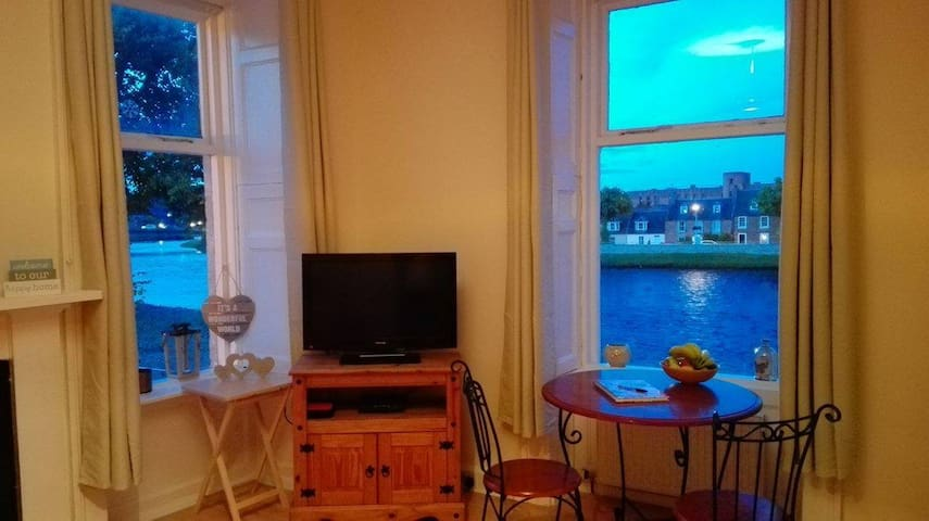 Inverness City Centre-River view apartment - Inverness - Daire