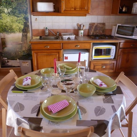 "The Tiny House ""La Bergerie"" - Bains - Natuur/eco-lodge"