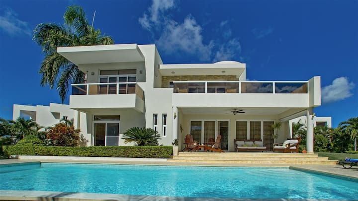 Spectacular modern 3 bedrooms villa in Sosua.