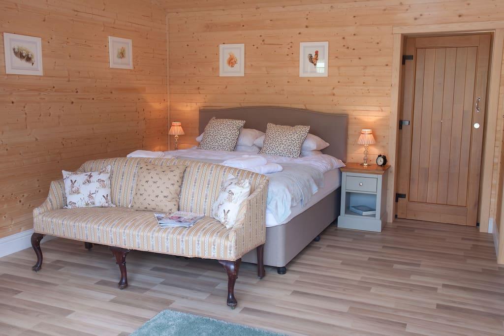 The large spacious en-suite bedroom