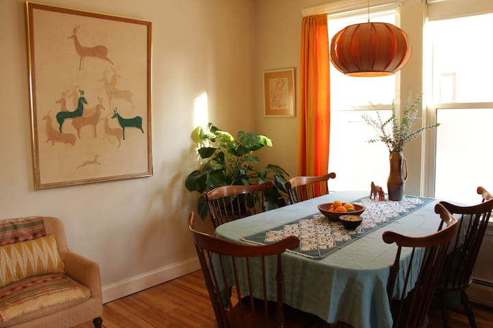 Sunny East End 2 Bdrm. with Private Entrance
