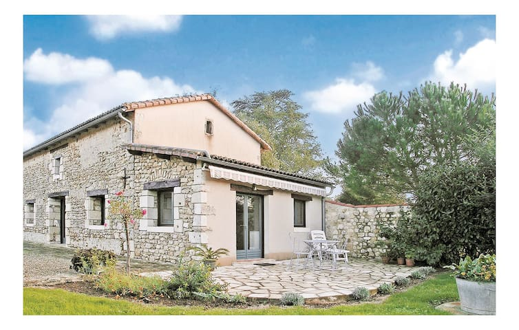 Semi-Detached with 1 bedroom on 130 m² in Nouaille Maupertuis