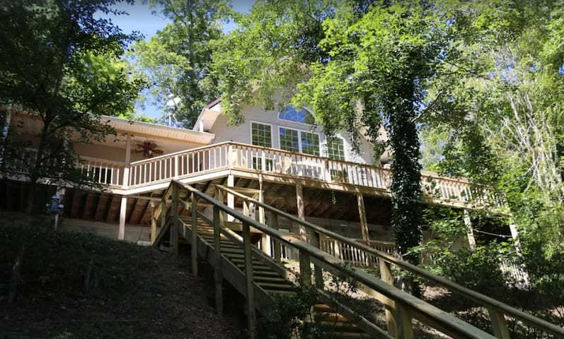 Tennessee Treasure - 5 bd Norris Lakefront on 3 ac
