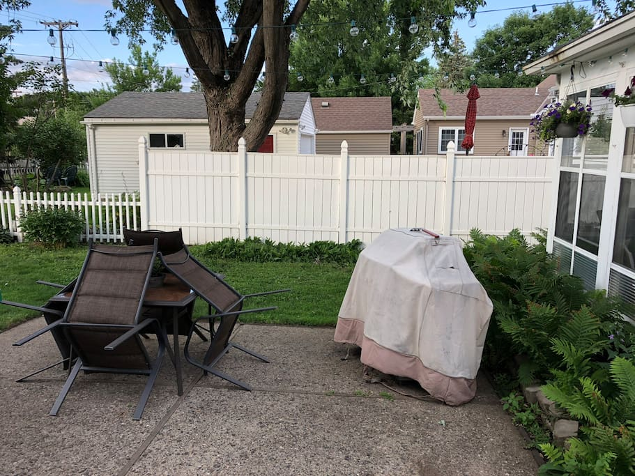 Backyard patio/gas grill