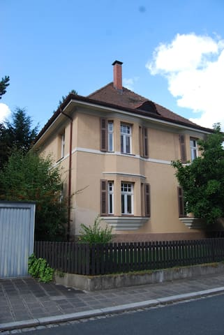 VILLA IM GRÜNEN - NÜRNBERG ERLENSTEGEN - Nürnberg - Rumah