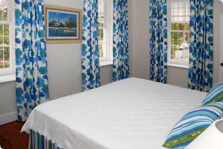 2 bedroom apt in the heart of Hastings - RB9