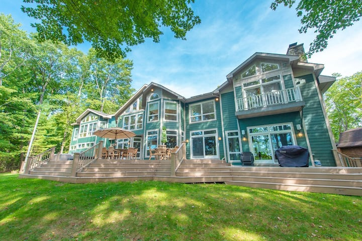Lakefront Home w/Private Dock, Hot Tub, Sun Room, & Ping-Pong Table!