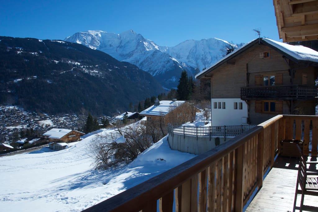 vue sur le mont-blanc depuis la terrasse