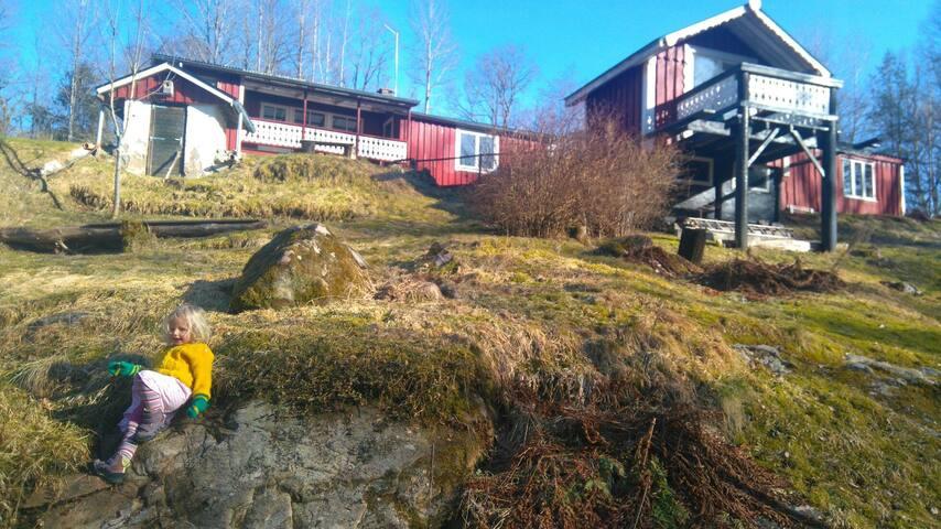 Family friendly/85m2/Småland/creek/trampoline/toys