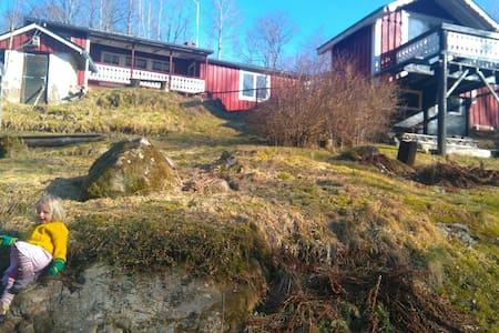 Family friendly/85m2/Småland/creek/trampoline/toys - Småland - Hus