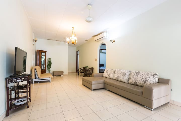 6Penang Homestay~Spacious cozy house 3 bedrooms