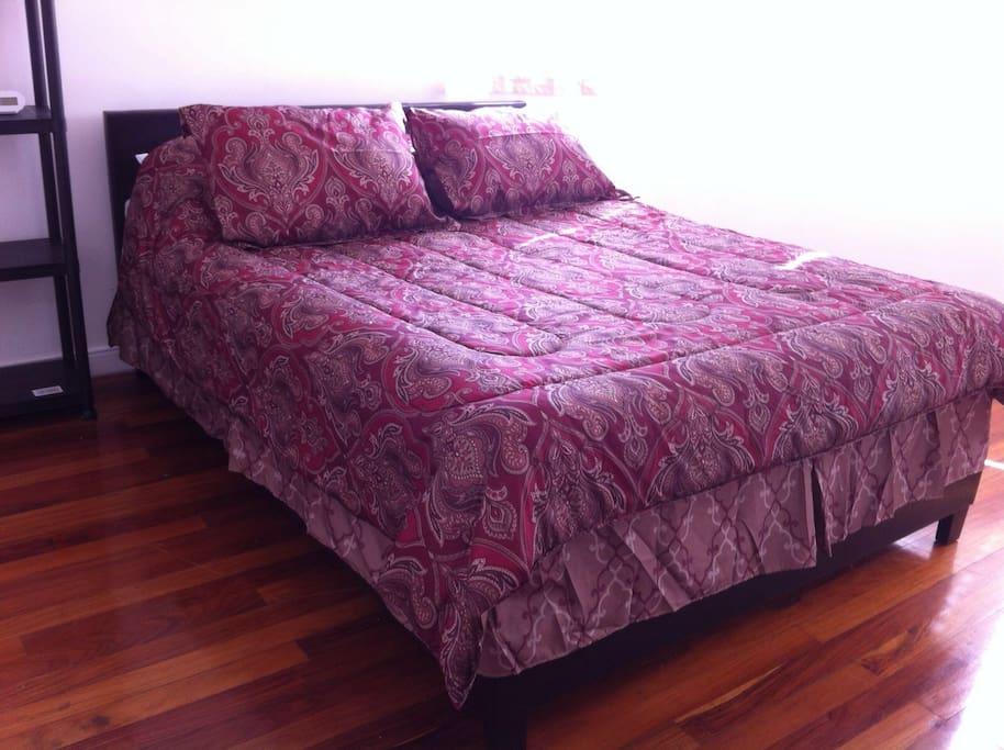 Hard wood floor , queen bed clock alarm, iron ,towels...