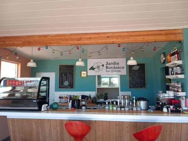 Cafetería en las instalaciones con desayunos comidas y cenas