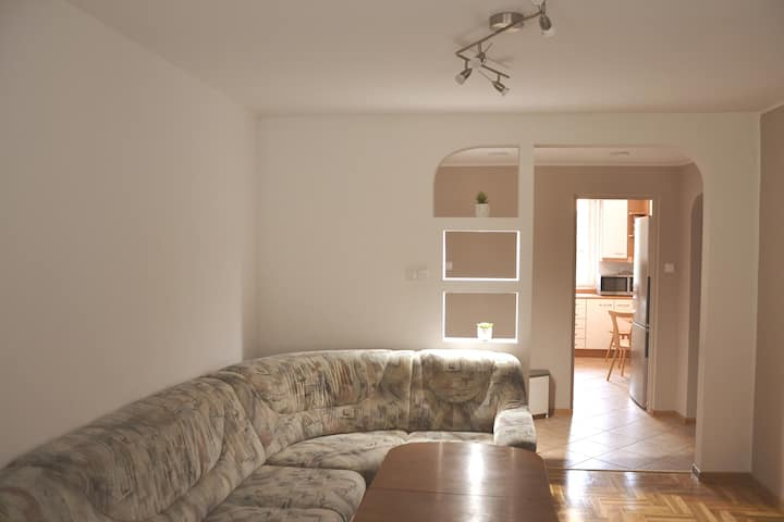 Sunny Flat - Free parking, 4 rooms, Near the city.