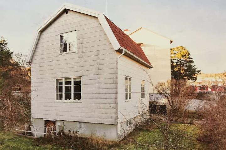 10 beds in NynäshamnC (35min to Stockholm  C)