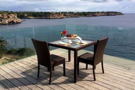 Seafront villa, amazing view, nice beach, WiFi