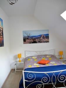 Chambre L'ANDALOUSE 3 pers. 60€ pt dej inclus