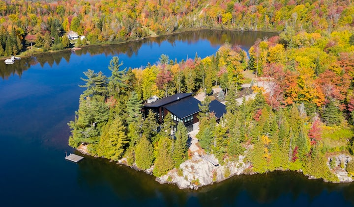 Luxury waterfront chalet nearby Morin Heights