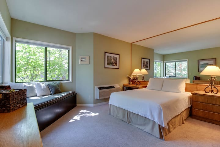 Mt Bachelor Village Private Suite