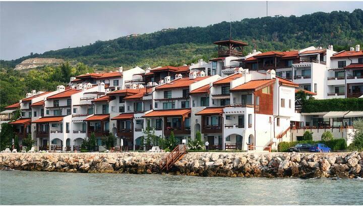 Апартаменты в White coast 10 шагов от моря!