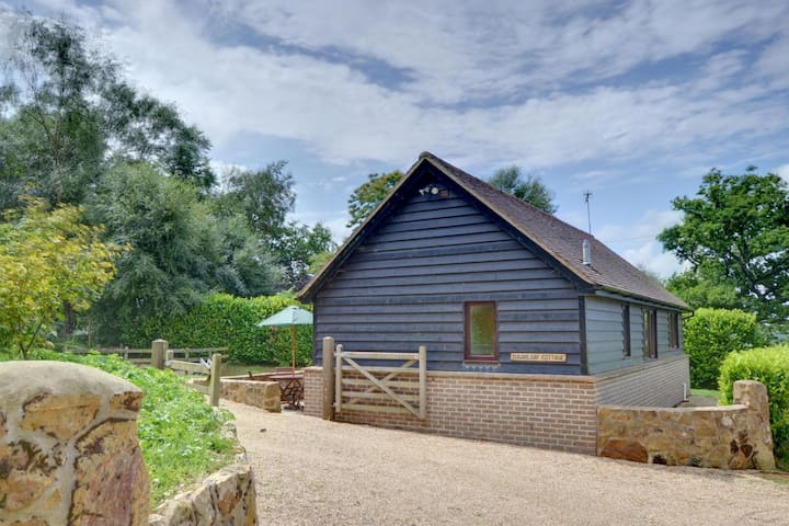 Detached holiday home in beautiful forest location in Brightling