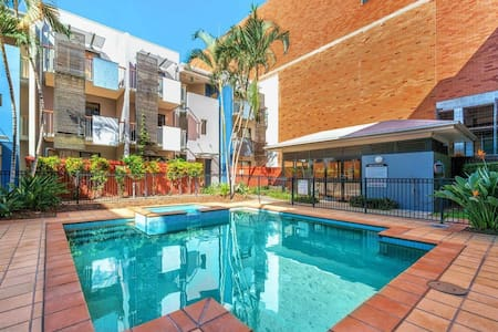 Spacious & Central Apt with Parking, Pool & Sauna!