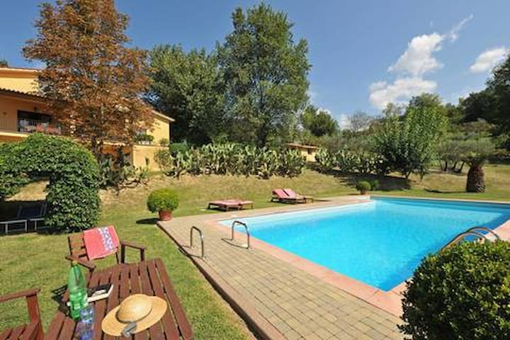 Viridiana-Accogliente Villa campagna con piscina