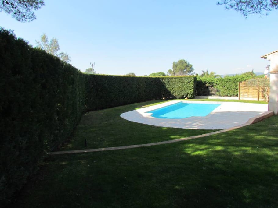Villa de charme piscine calme houses for rent in for Piscine roquebrune sur argens