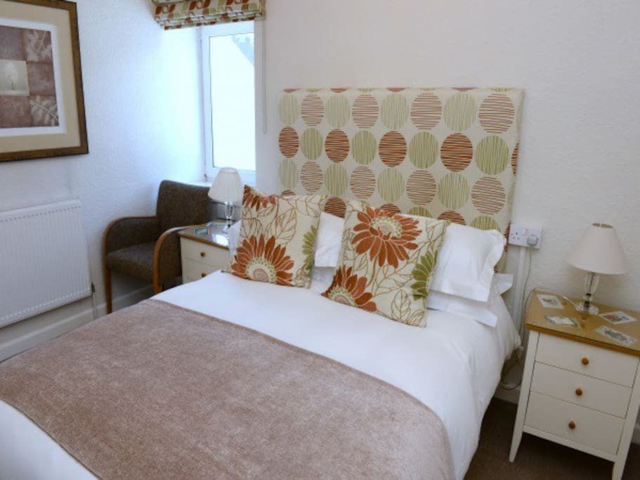 Double room with TV -Wifi (Breakfast included)