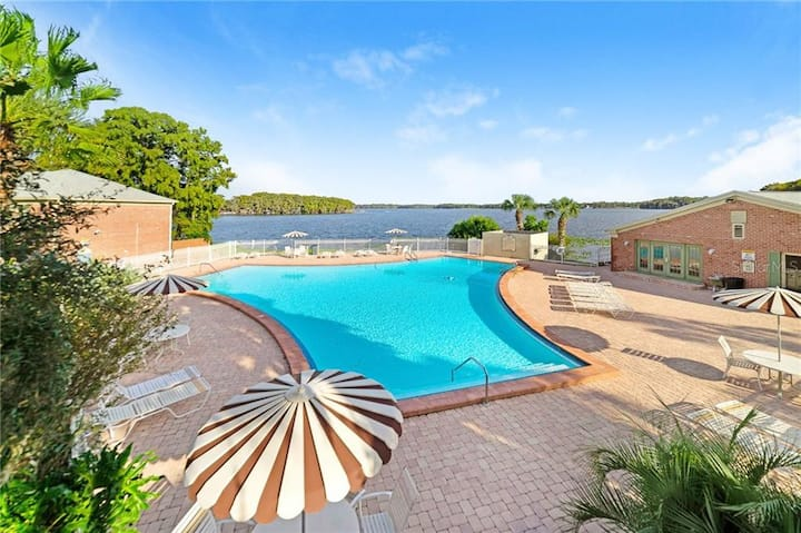 Lakefront 2/2 on 1st floor, Fish & Ski Lake Howell