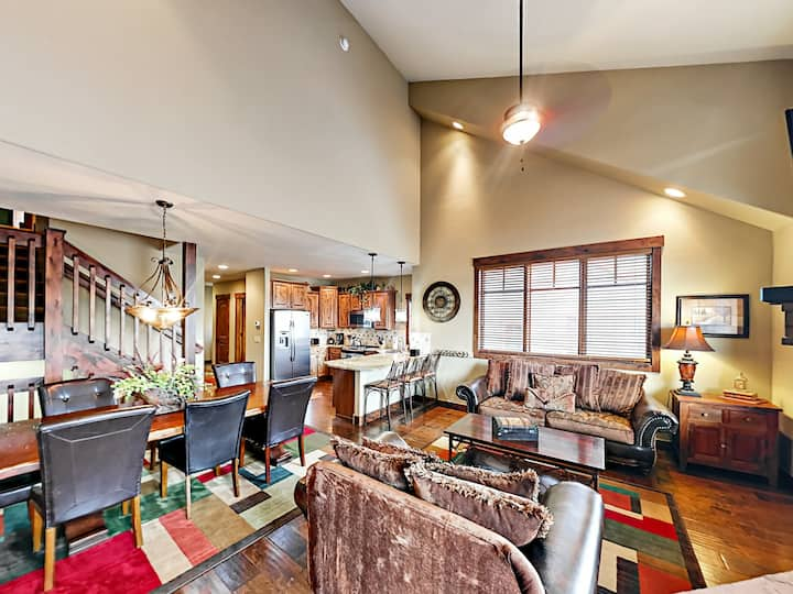 Elegant Townhome with Private Hot Tub & Game Room