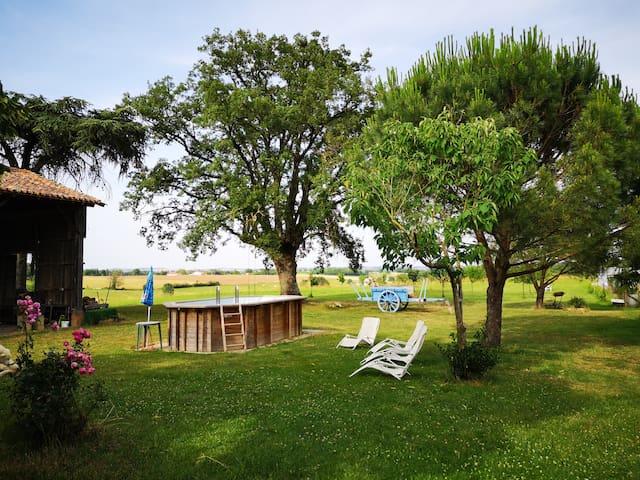 Maison gascogne à la campagne