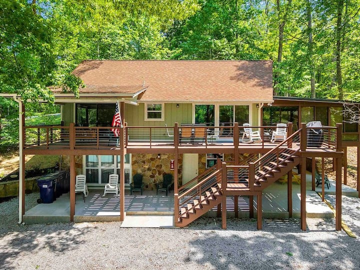 A Shore Thing - no steps to dock! (Sleeps 22)