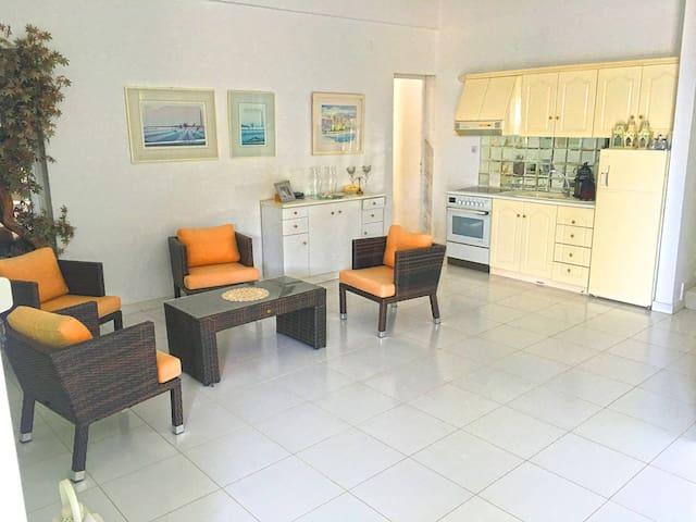 PowderBlue BeachFront House, Nea Fokea - Nea Fokea - Casa