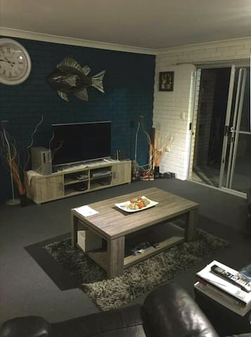 2 bedroom unit close to CBD - Glen Innes - Wohnung