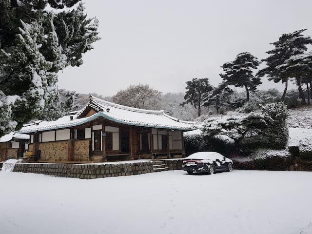 Baekmi EungSeoJae(Hanok Guest House)