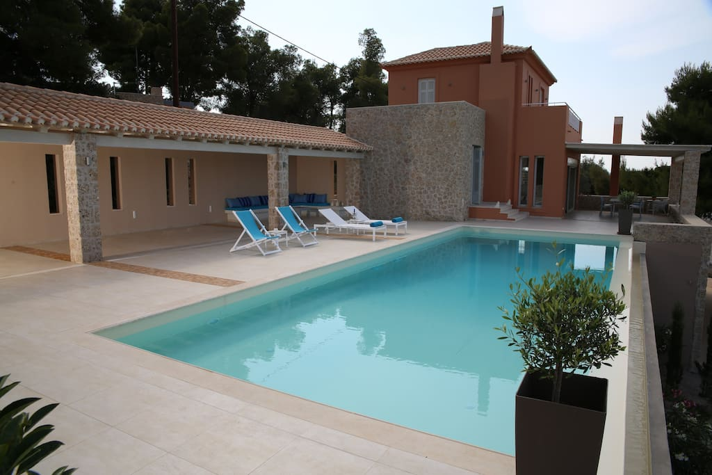 The villa and the swimming pool