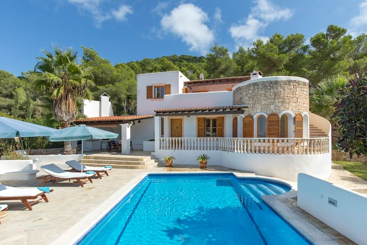 Cozy Ibiza Villa at Cala Llonga - 8 people