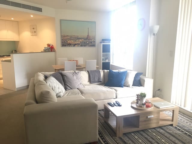 Modern and cosy apartment! - Wolli Creek - Apartment