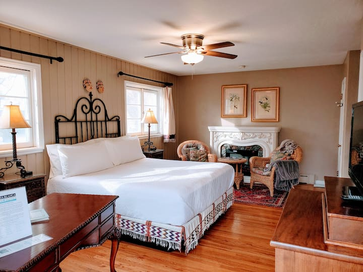 Hideaway Room - The Casa Blanca Inn